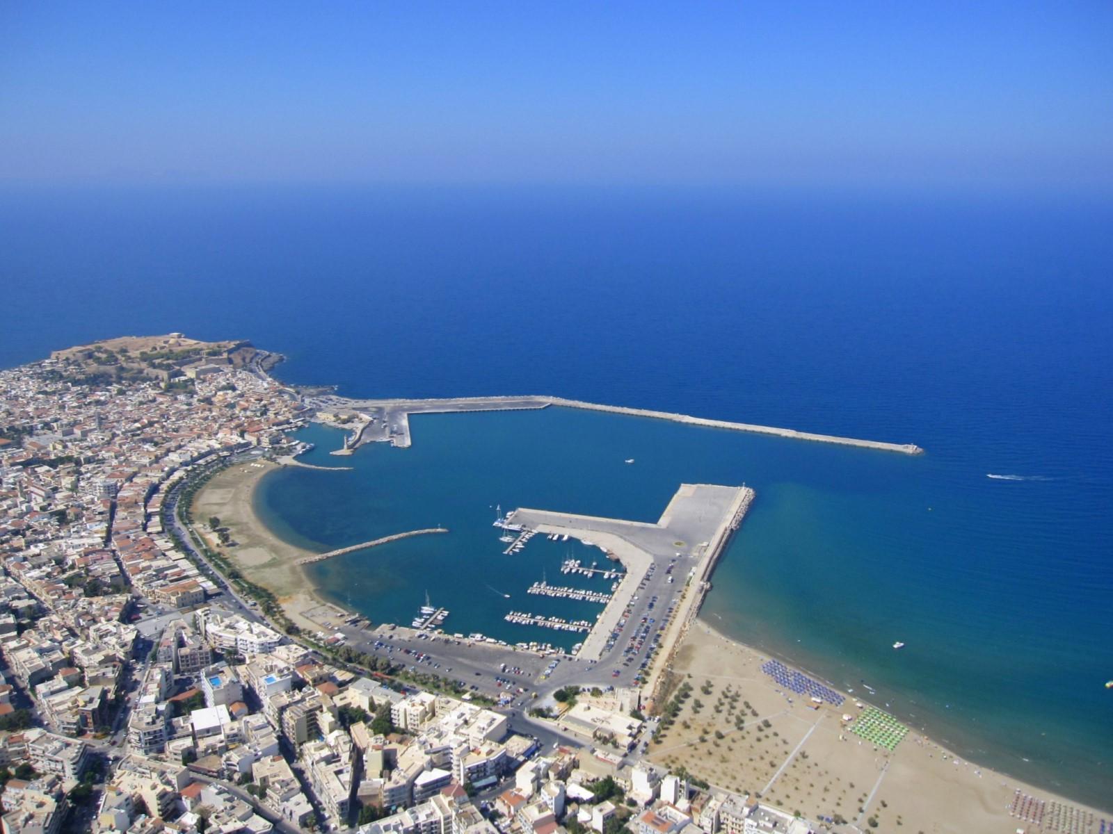Rethymnon beach - Travel Guide for Island Crete, Greece