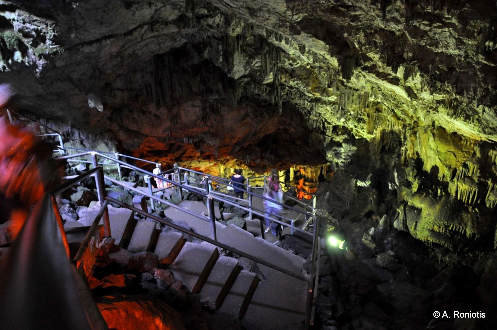 Μέσα στη σπηλιά του Δία