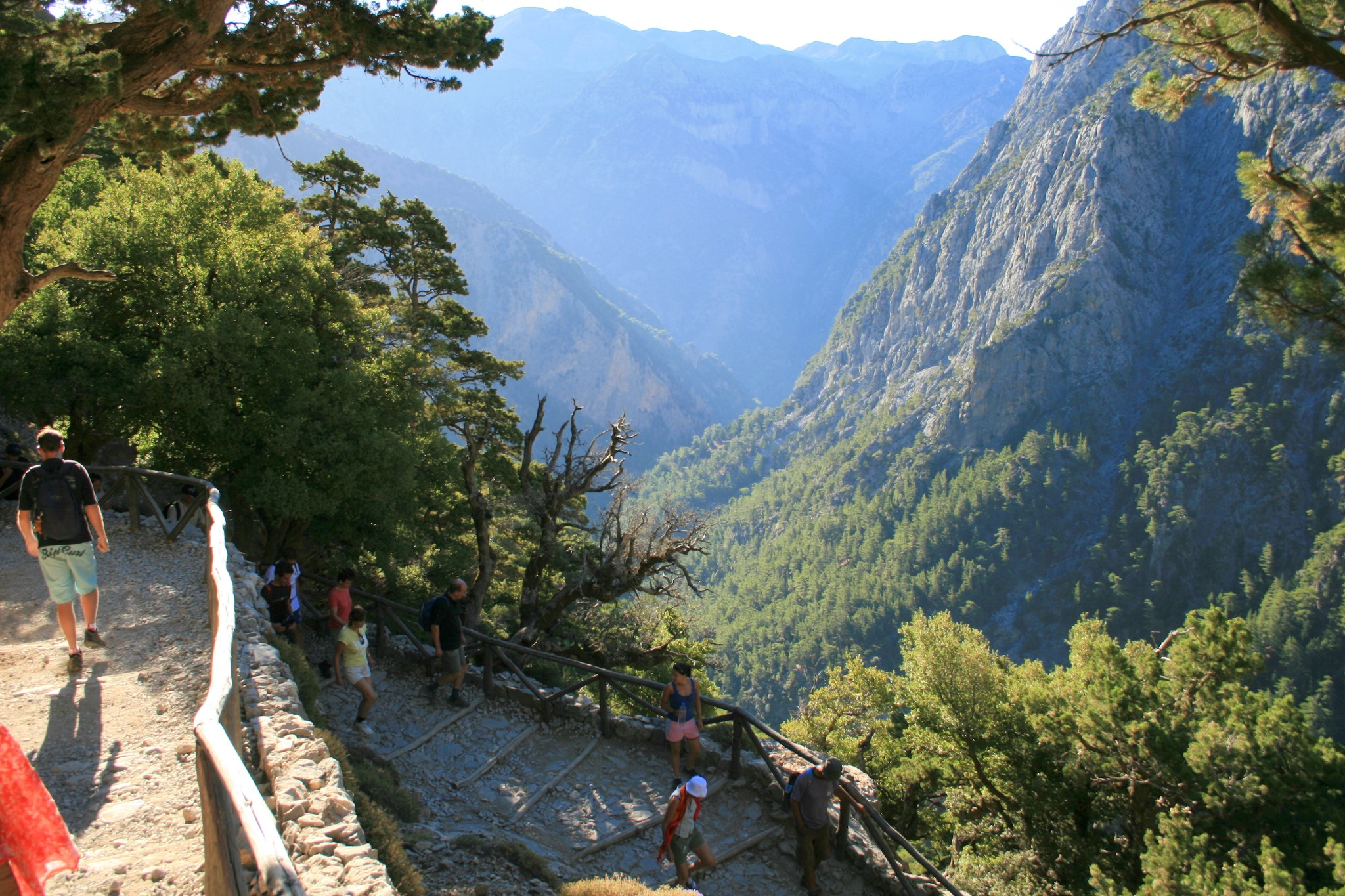 Initially we descend from Xyloskalo to the riverbed of Samaria Gorge